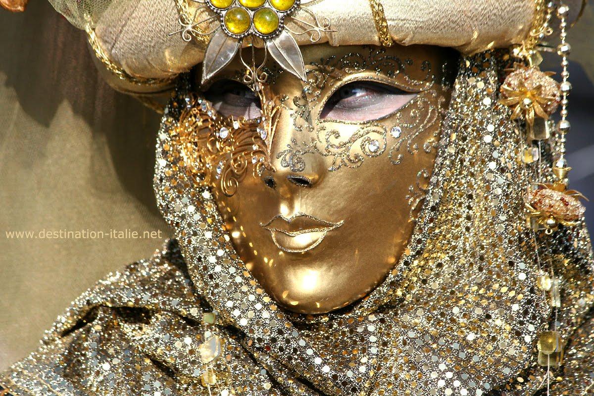 Carnaval de venise le kiosque des mots for Peinture qui masque les imperfections